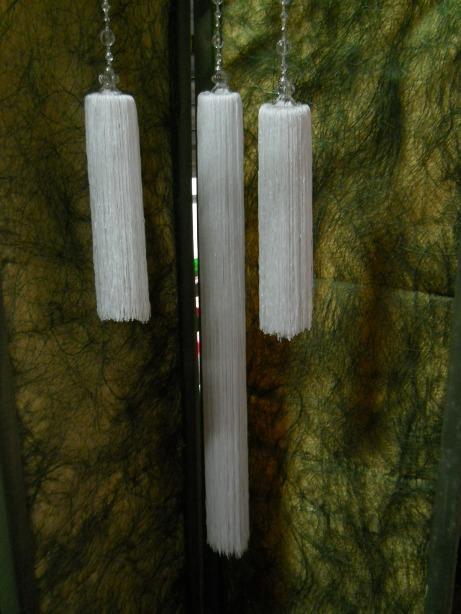 Pon pon bianco  H 65 e H 115  da appendere