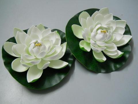 Fiore di loto artificiale su foglia diametro cm. 20 - Sconti per Fioristi e Aziende