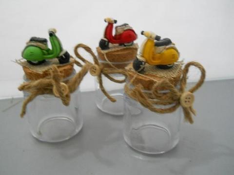 Barattolo in vetro con scooter   H 10 in resina in 3 colori