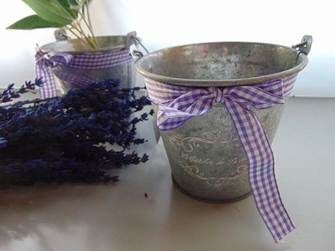 Secchiello H 12 in latta con fiocco lilla