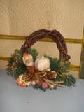Coroncina in legno con Melograno Artificiale in poliestere - Sconti per Fioristi e Aziende