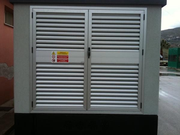 Porte finestre alluminio per cabine elettriche - Finestre scorrevoli elettriche ...