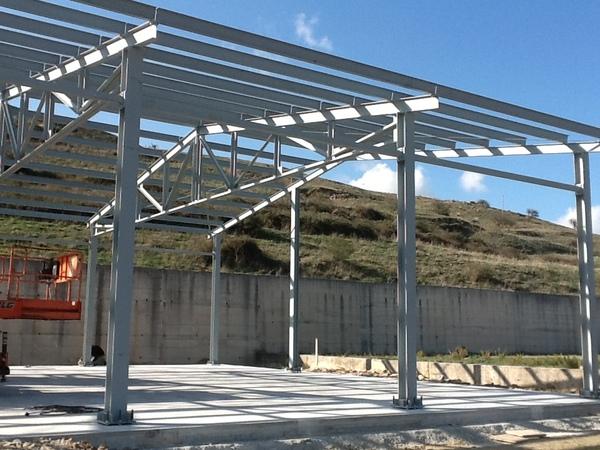 Edilservizi snc capannone metallico verniciato for Capannoni in legno prezzi