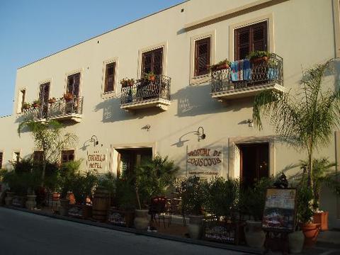 HOTEL GHIBLI di San Vito Lo Capo (Trapani), realizzazioni infissi esterni in legno
