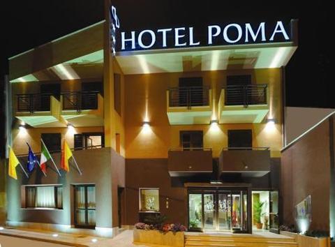HOTEL POMA di Custonaci (Trapani), realizzazioni infissi esterni in legno e arredamento albergo