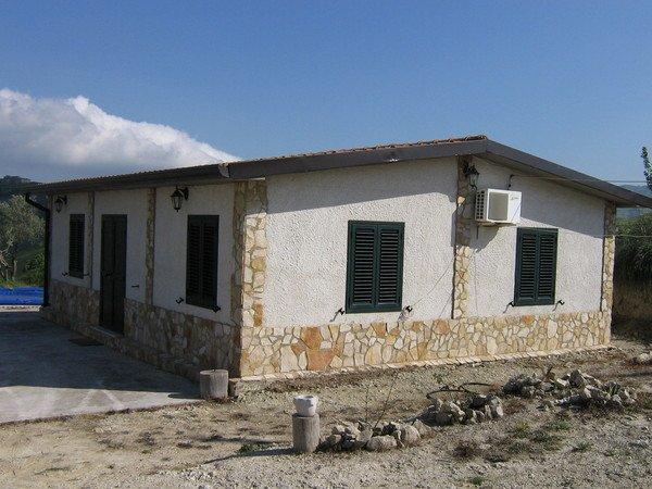 Case prefabbricate in calcestruzzo ADRANO CALCESTRUZZI SRL ...