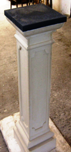 Colonna colore bianco per arredo urbano, per esterno giardino. ADRANO CALCESTRUZZI s.r.l. SONO PRODOTTI IN CALCESTRUZZO VIBRO-COMPRESSO
