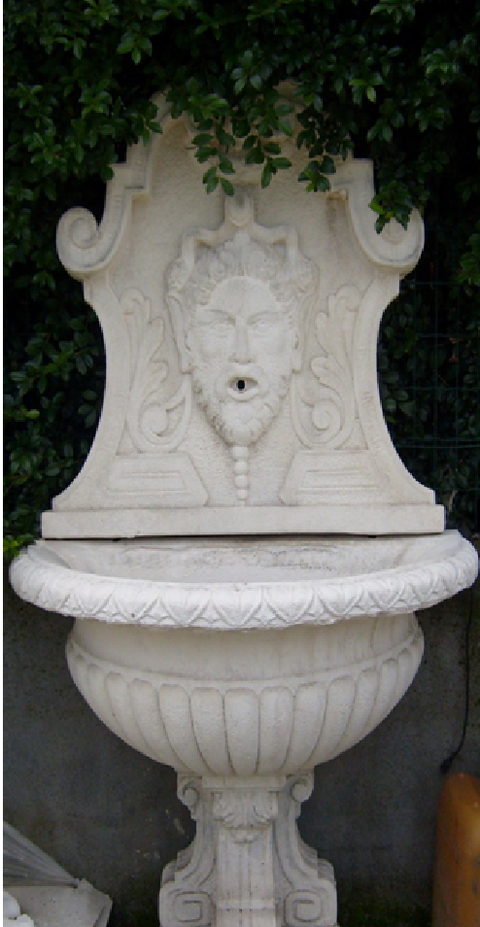 Fontana con mascherone  per arredo urbano , per esterno giardino. ADRANO CALCESTRUZZI s.r.l. SONO PRODOTTI IN CALCESTRUZZO VIBRO-COMPRESSO