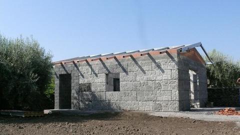 Pesanblocklavestonehome(Casa Prefabbricata in Pietra Lavica) ADRANO CALCESTRUZZI s.r.l.