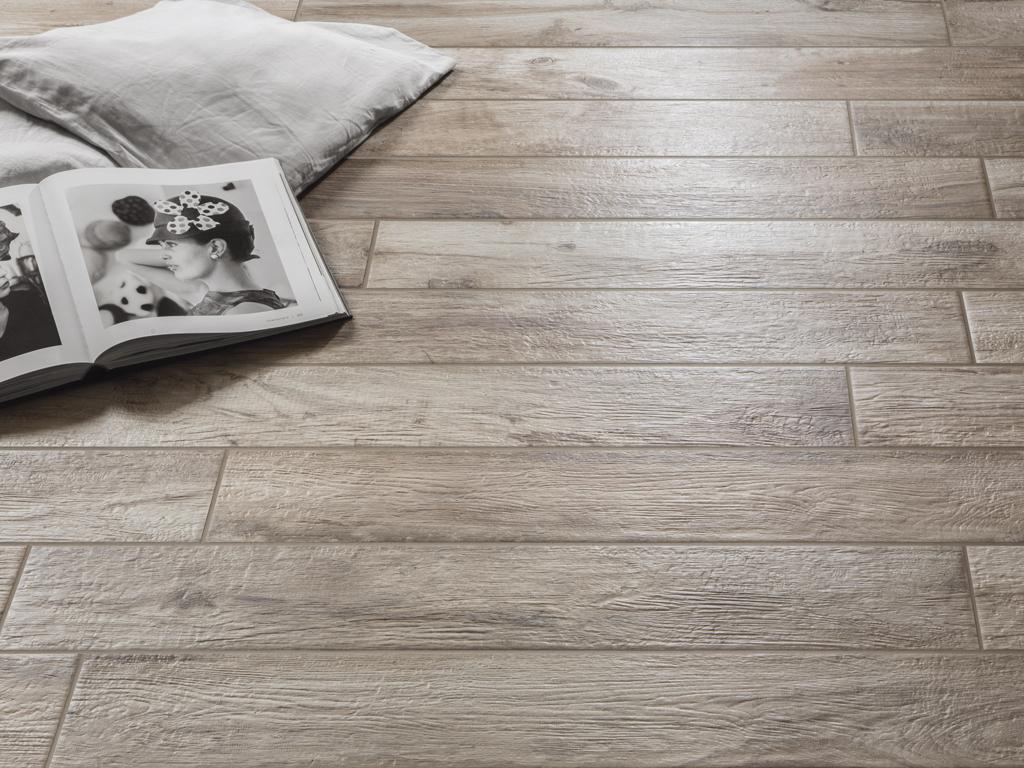 Hard soft interni piastrelle in gres effetto legno rondine