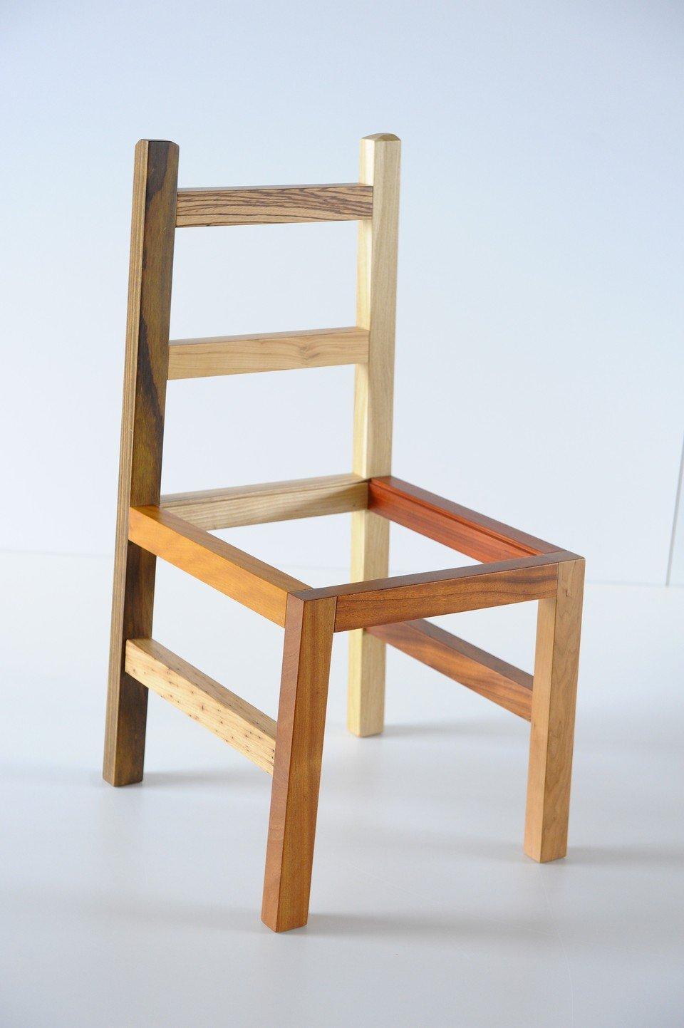 Sedia Minimal in Legno Invenzione d'Arredamento Multilegno