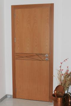 Porta in Legno di Faggio con Inserti decorativi in Wangè Invenzione d'Arredamento Interni