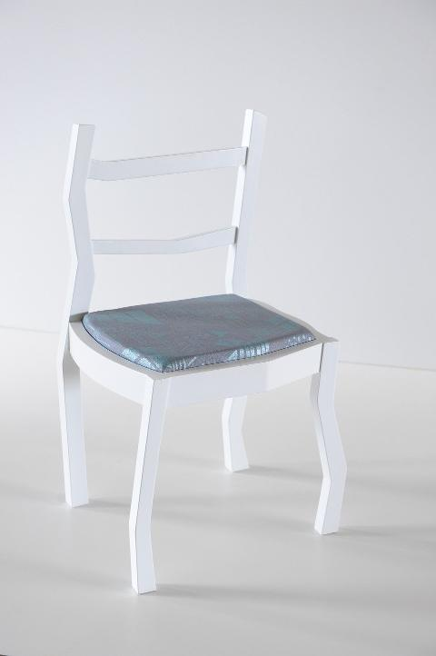 Sedia Irregolare ad Onda Invenzione d'Arredamento Bicolore