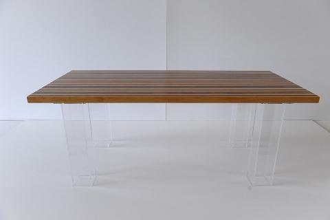 Tavolo in Legno con piedi in Plexiglass Invenzione d'Arredamento Rettangolare