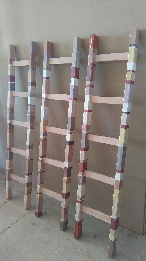 Scaletta in legno - Accessorio da parete Invenzione d'Arredamento Bicolore
