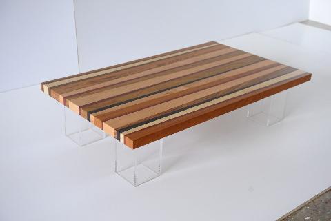 Tavolino in Legno con piedi in Plexiglass Invenzione d'Arredamento Rettangolare