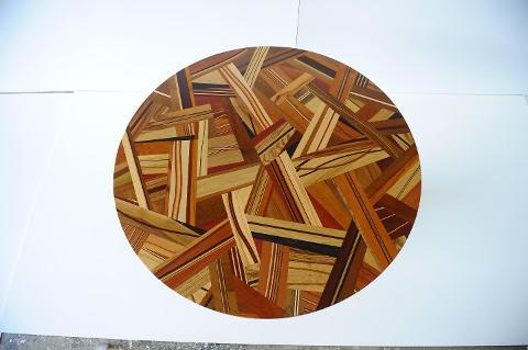 Tavolino in Legno massello rotondo Invenzione d'Arredamento Multilegno
